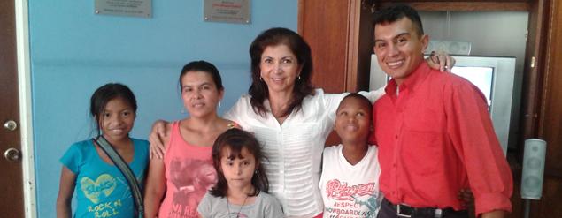 Ein Lehrer für die Kinder im Mimhos-Programm
