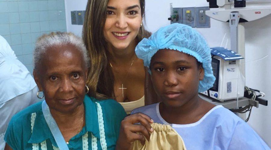 Übergabe von Kits an operierte Kinder