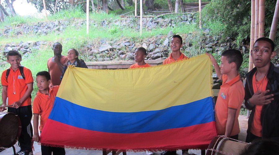 Flaggenhissung im Colegio de las Aguas