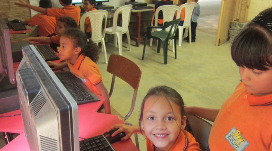 Einweihung des IT-Raums im Colegio de las Aguas