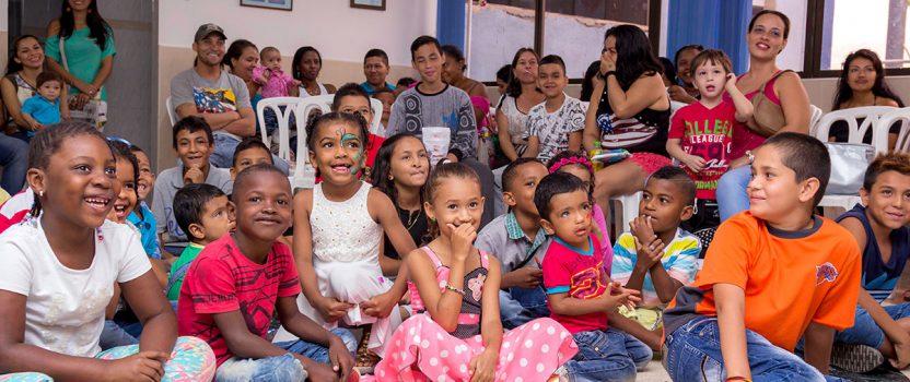 Weihnachtsfeier Gracias a Dios un niño sonríe