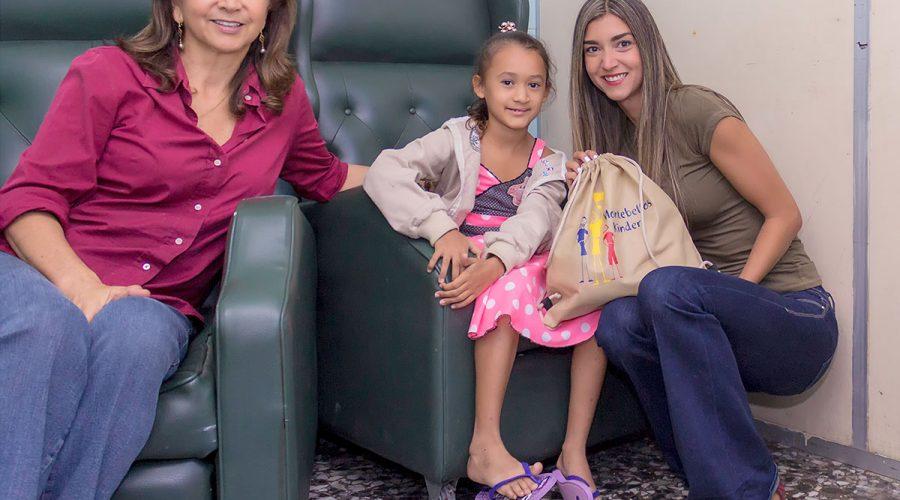 Kostenlose Operationen und Rucksack-Kits