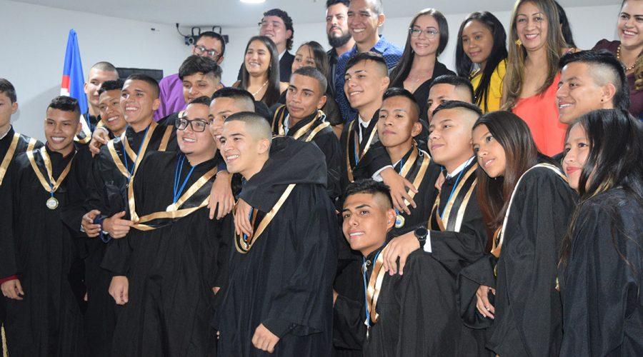 Der erste Abiturjahrgang des Colegio de las Aguas