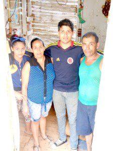 Cristian mit Schwester, Mutter und Vater